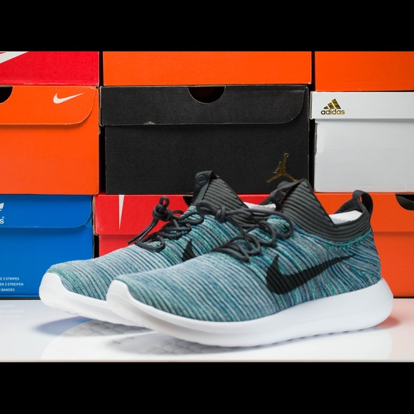 cheap for discount c6d7c 5bc53 Nike Roshe Two Flyknit V2 ( 918263-300 ) NWT